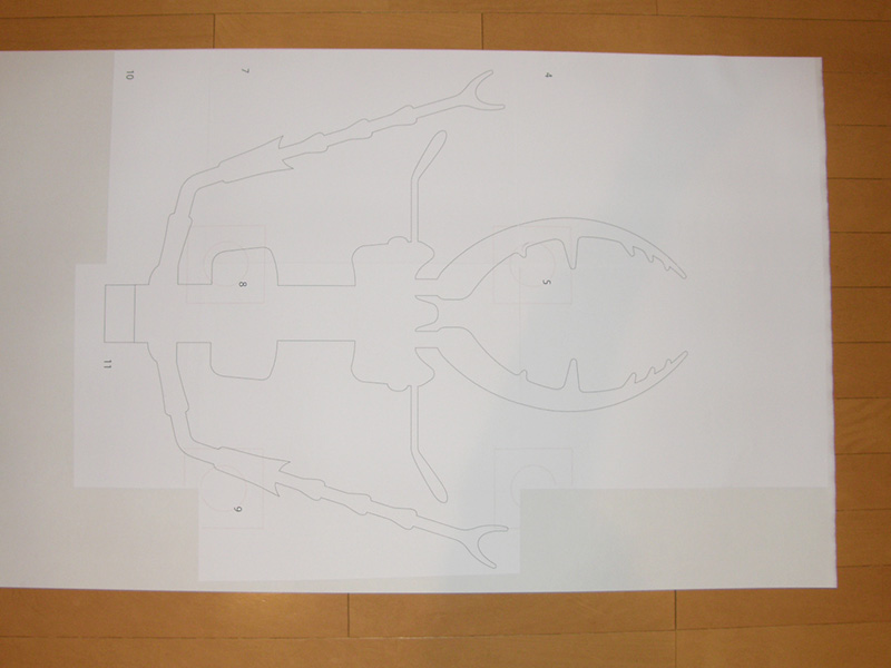 拡大した型紙を貼っていきます。