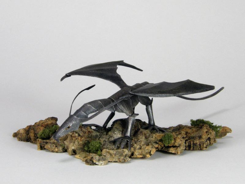 ファイバークラフト紙で作るドラゴン、塗装仕上げ